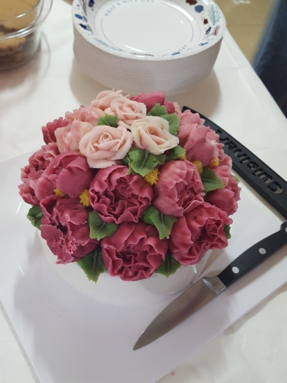 Rice cake with frosting flowers